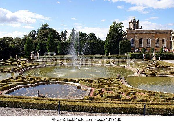 Blenheim Palace fountain