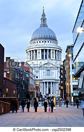 St. Paul\'s Cathedral London at dusk - csp2502398