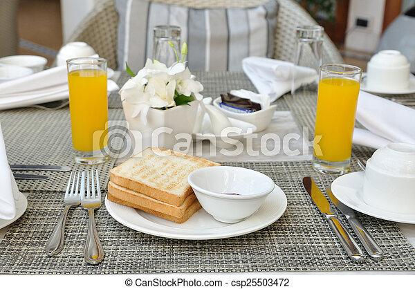 photo petit d jeuner vaisselle ensemble r ti pain confiture image images photo libre. Black Bedroom Furniture Sets. Home Design Ideas