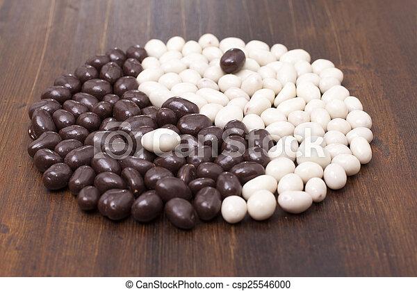 無限点, シンボル, キャンデー, チョコレート, アーモンド, 円, ほんの少し - csp25546000