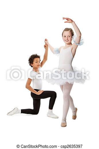 interracial, niños, bailando, juntos, aislado, blanco, Plano de fondo - csp2635397