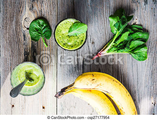 Vitamin green smoothie with spinach, banana, clean eating