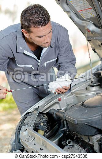 Checking engine\'s oil level