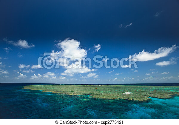 Sunny Day at Clam Beds in Great Barrier Reef Park, Australia - csp2775421