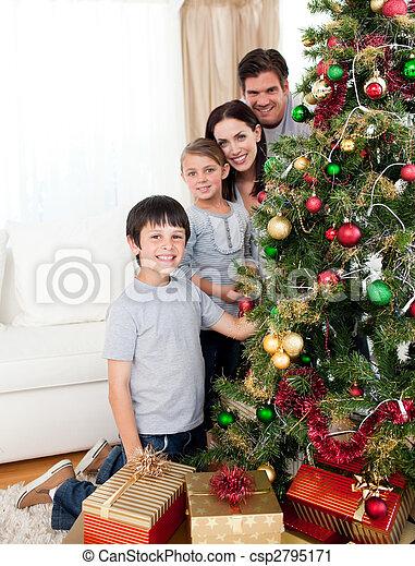 Stock Fotografie von glücklich, familie, Dekorieren, a ...