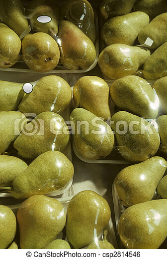 Shrink-wrapped trays of Bartlet pears - csp2814546