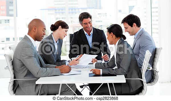 グループ, ビジネス, 提示, 民族の 多様性, ミーティング - csp2823868