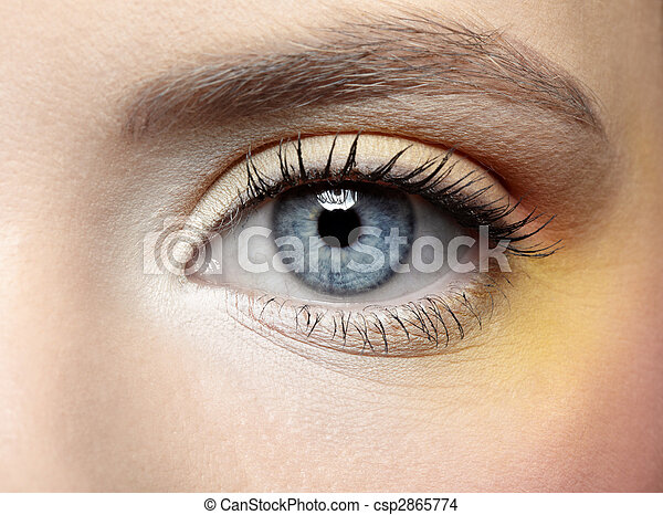 girl\'s eye zone make-up - csp2865774