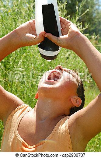 sedento, criança, bebendo, água - csp2900707
