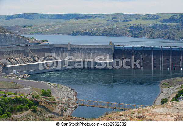 A large hydroelectric dam backs up the Columbia River - csp2962832