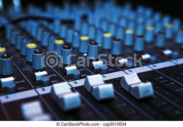 Mörker, musik, blandare, skrivbord - csp3010634