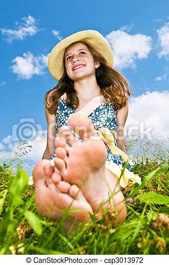 jeune fille, pieds nue, pré, séance - csp3013972