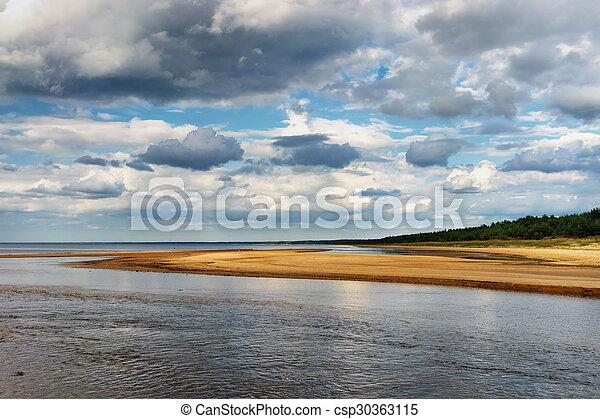 The horizon line on the beach of the Baltic Sea