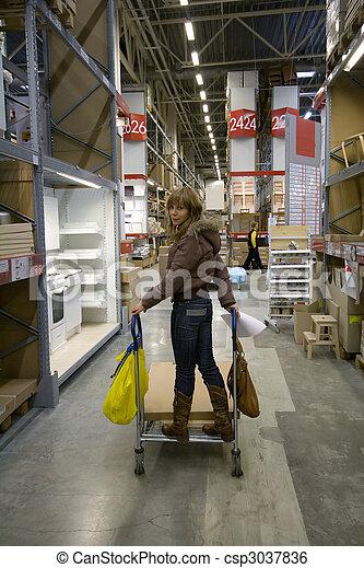 Stock beeld van magazijn vrouwen vrouwen in groot magazijn foto csp3037836 zoek naar - Cabine slaapkamer meisje ...