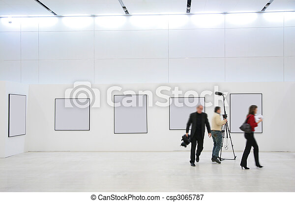 Journalists on exhibition - csp3065787