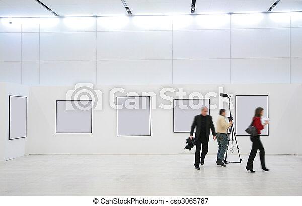 Journalists on exhibition - csp3065787