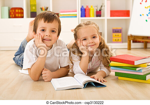 Happy kids with books laying on the floor - csp3130222