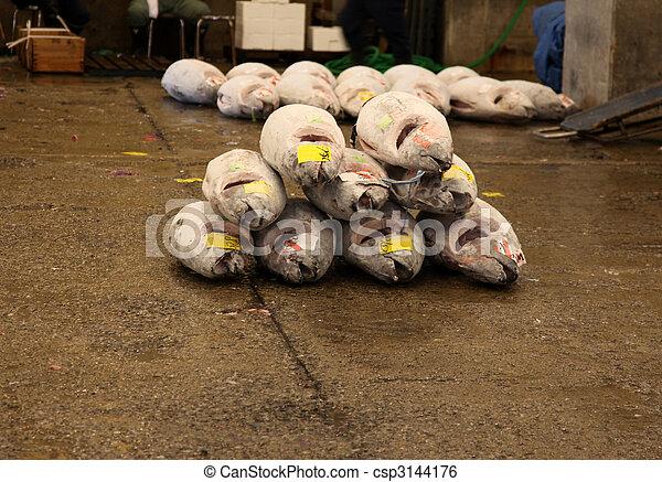 Banco de imagens de a stack large frozen yellowfin for Wholesale fish market near me
