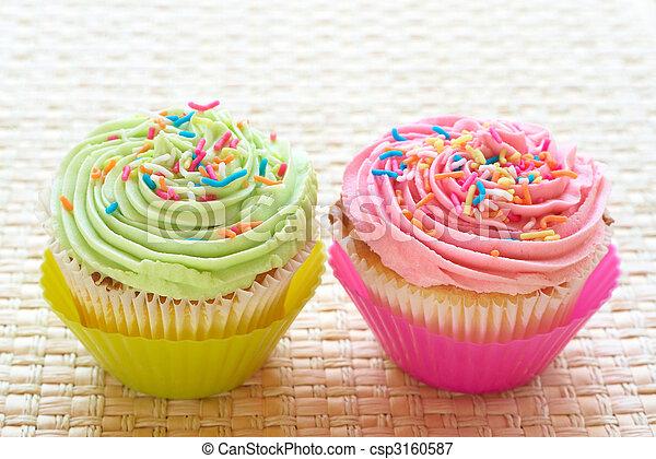 bilder von erdbeer vanille cupcakes zuckergu limette fresh csp3160587 suchen sie. Black Bedroom Furniture Sets. Home Design Ideas