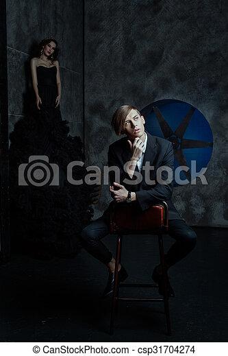 Sonar un hombre vestido de mujer