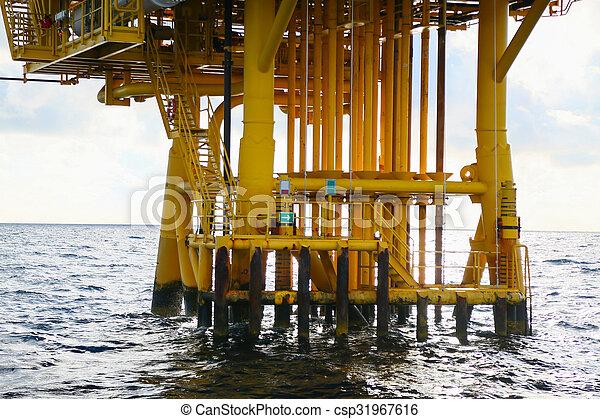 Offshore construction platform