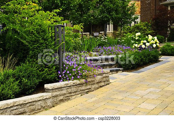 banco de fotos de pavimentado pedra ajardinado jardim entrada carro csp3228003 busca. Black Bedroom Furniture Sets. Home Design Ideas