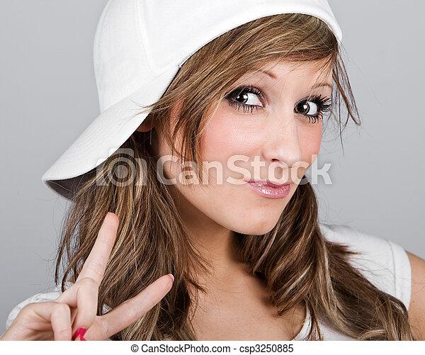 Stock beelden van mooi tiener meisje witte honkbal pet afsluiten op csp3250885 - Tiener meisje foto ...