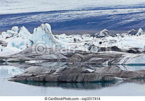 Jokulsarlon Glacial Lagoon, Vatnajokull, Iceland - csp3317414