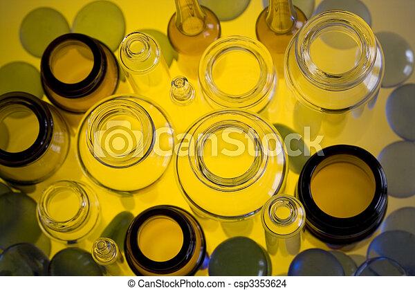 farmaceutisk, Liten medicinflaska - csp3353624