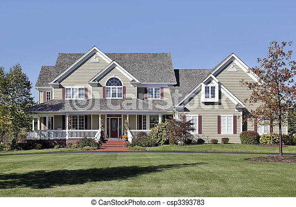 photo grand maison devant porche c dre toit image images photo libre de droits. Black Bedroom Furniture Sets. Home Design Ideas