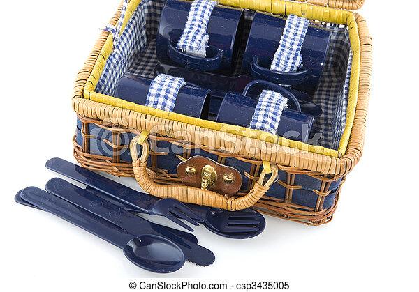 stock bilder von picknick geschirr blaues picknick korb plastik csp3435005 suchen. Black Bedroom Furniture Sets. Home Design Ideas