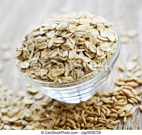 Bowl of uncooked rolled oats - csp3538729