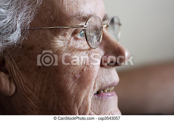 mulher sorridente, fitar, lado, idoso - csp3543057