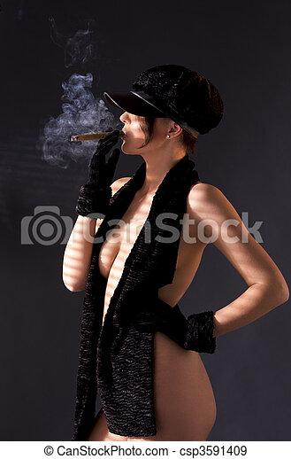 Homme fumant le cigare photo libre de droits sur la