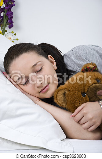 photos de femme dormir jeune ours teddy close haut de jeune csp3623603 recherchez. Black Bedroom Furniture Sets. Home Design Ideas