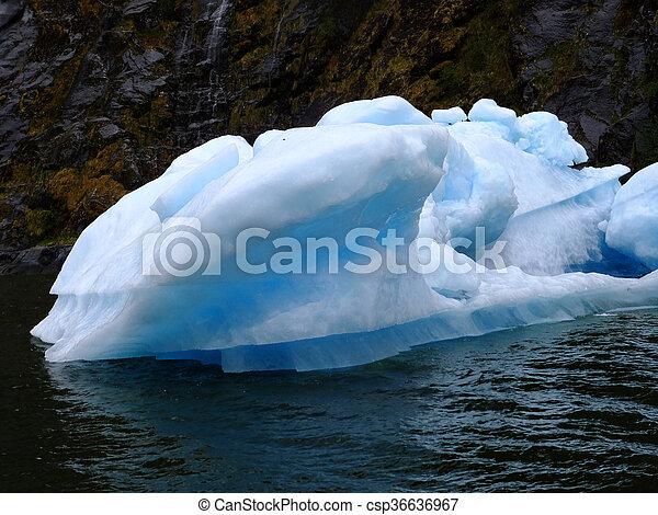 Piece of Ice - csp36636967