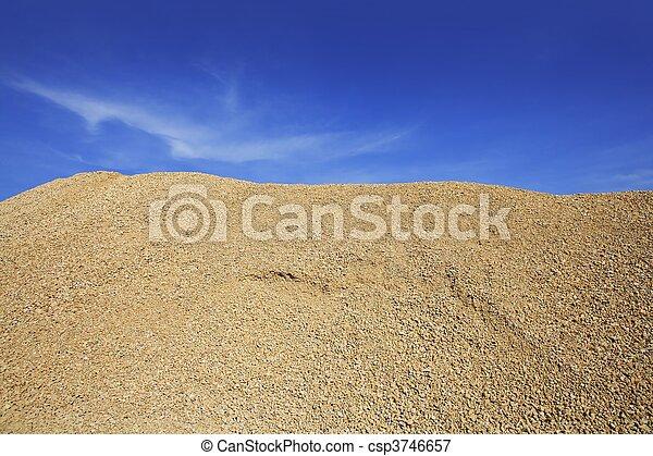 Image de b ton jaune gravier sable carri re montagne jaune csp3746657 recherchez - Prix gravier carriere ...