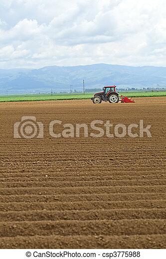 trator, trabalhando, em, a, campo - csp3775988