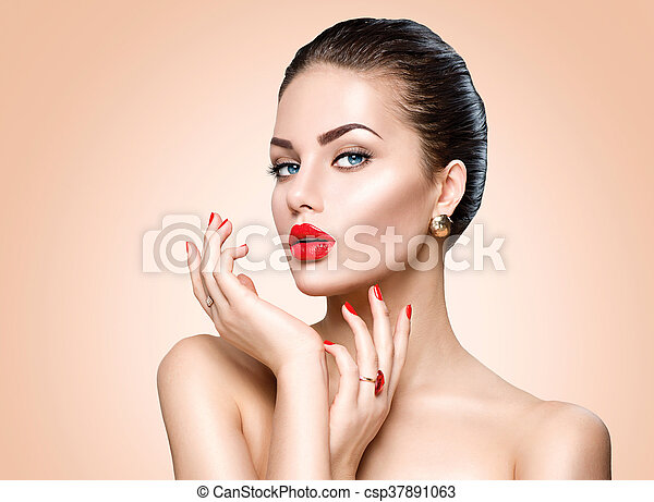 Beautiful sexy brunette woman with luxury makeup and manicure