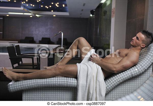 bilder von attraktive junger mann in sauna gl cklich. Black Bedroom Furniture Sets. Home Design Ideas
