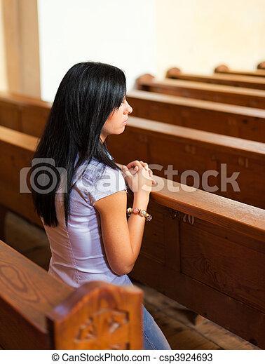 祈禱, 婦女, 教堂 - csp3924693