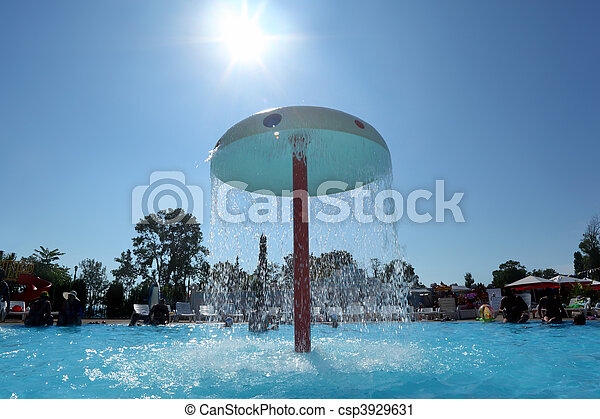 Stock de fotograf a de fuente forma hongo piscina al for Piscina hongos genitales