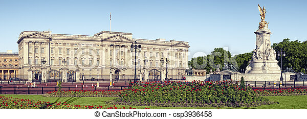 Panoramic picture of Buckingham Palace and Victoria Memorial, London. ( outside Buckingham Palace) - csp3936458