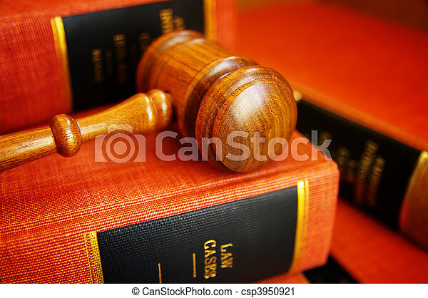 Gavel, juizes, LIVROS, pilha, lei - csp3950921