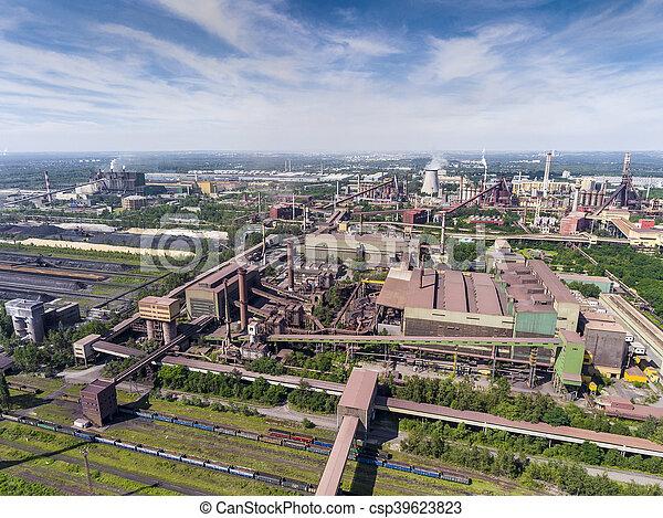 Stock fotos de acero suny chimeneas f brica sobre d a for Fabrica de chimeneas