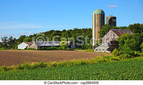 Classic Ontario rural scenery - csp3964500
