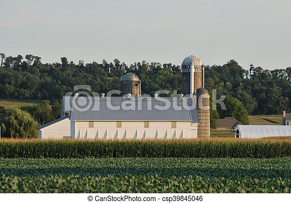 Farm in scenic Lancaster Pennsylvania - csp39845046