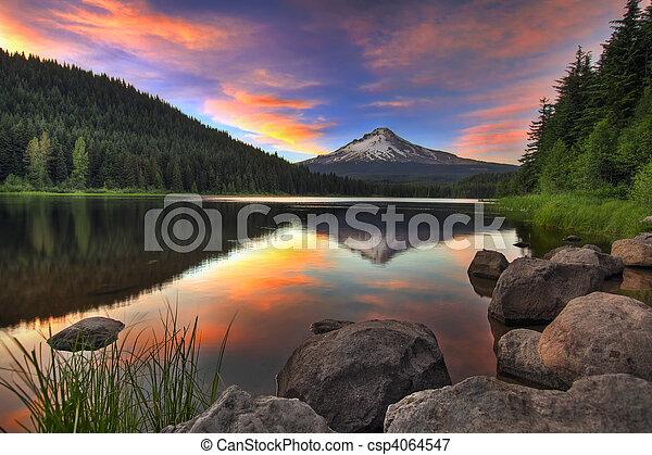 montera, solnedgång, insjö, huv,  trillium - csp4064547