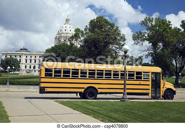 前面, 公共汽車, 學校, 州議會大廈, 狀態 - csp4079800