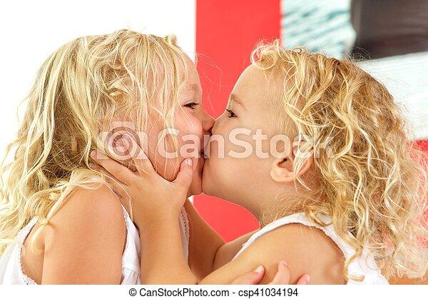 kissing other Girls art each